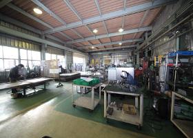 写真:自社工場内に300㎡の溶接場を常設